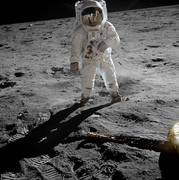 596px-Aldrin_Apollo_11_original
