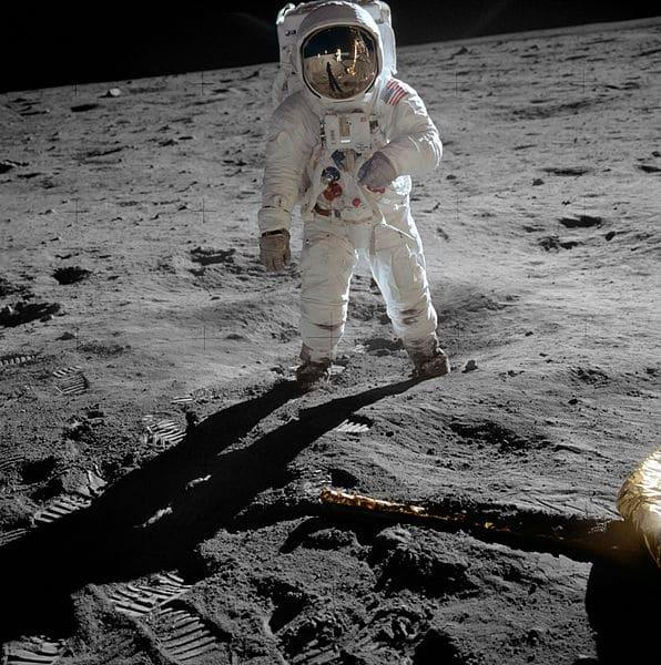 596px-Aldrin_Apollo_11_original