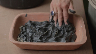 Made by the Sea – Pottery from beach-harvested clay