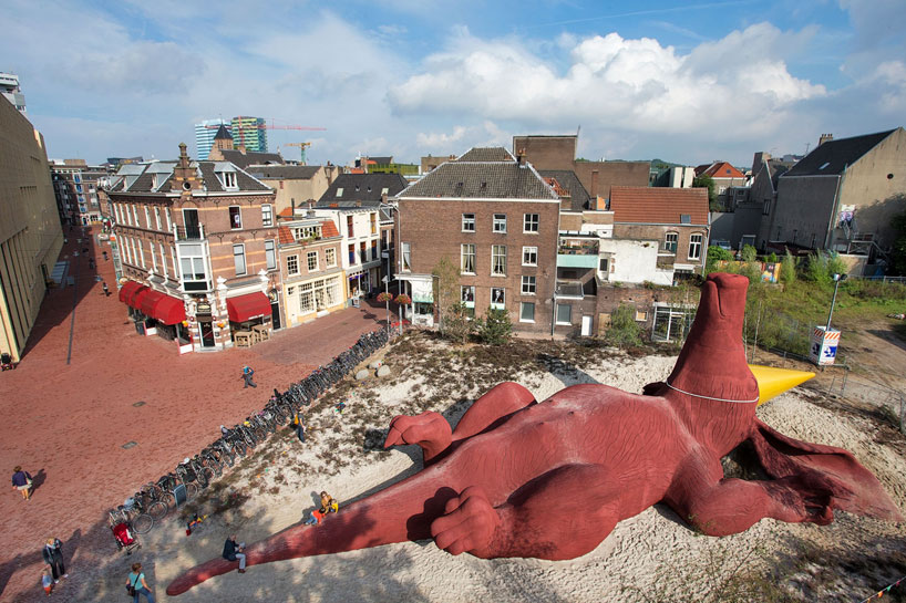 hofman-sculpture-aardvark-giant-plaground