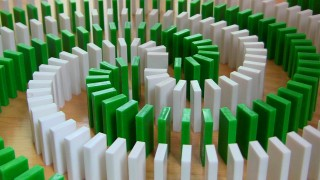 Screenlinked Dominoes