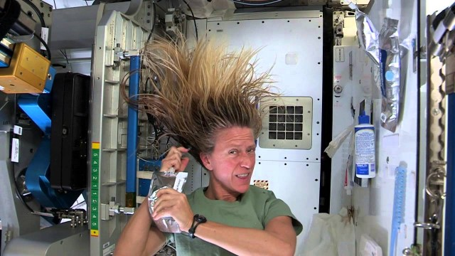 Astronaut Karen Nyberg: washing long hair in space