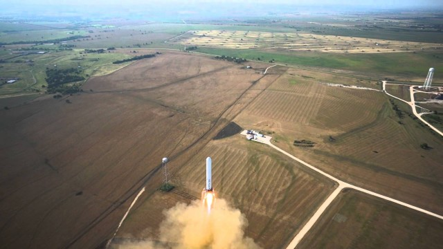 SpaceX's Grasshopper hover and landing (June 2013)