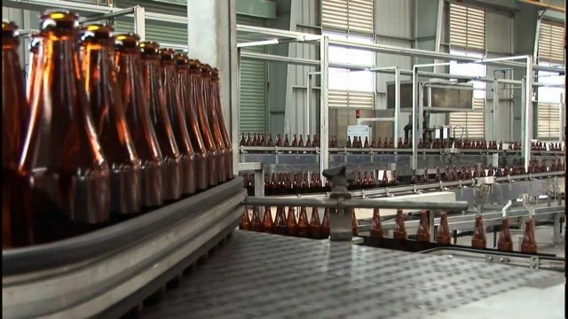 Tour a state-of-the-art glass factory