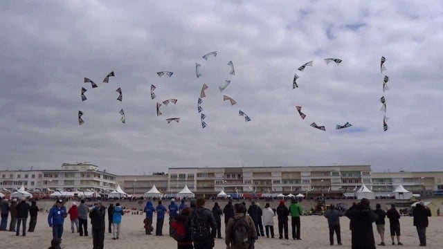 Megateam Revolution kite-flying