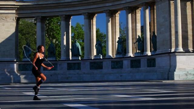 Adrienn Banhegyi's world record jump rope skills