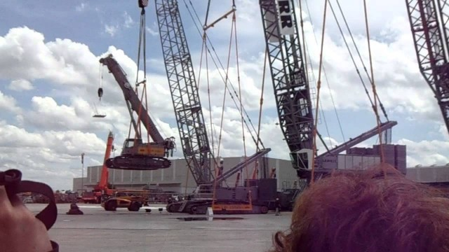 Cranes lifting cranes lifting cranes