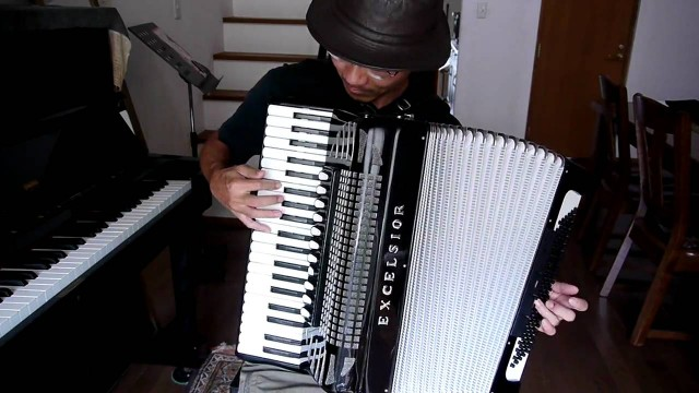Ken Yokochi plays Tama-Chan Snoa on accordion