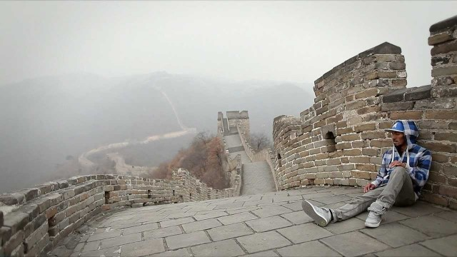 On the Great Wall of China: Dancer NONSTOP