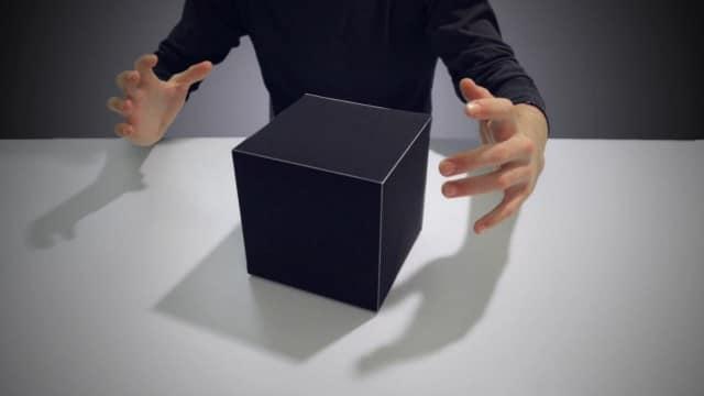 Protéigon: A shape-shifting papercraft stop-motion animation