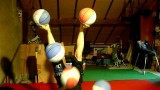 An incredible trick: Selyna Bogino juggles basketballs with her feet