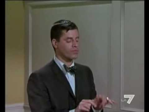 Jerry Lewis mimes typing in Who's Minding the Store (1963)