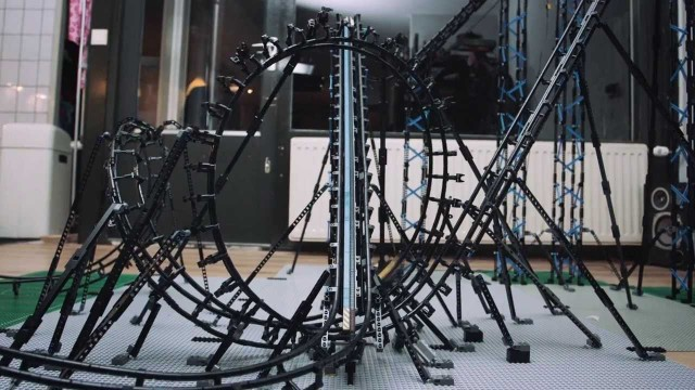 Incredible 100% LEGO Roller Coaster with Corkscrew