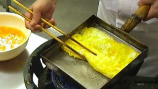 How to make a rolled Japanese omelette