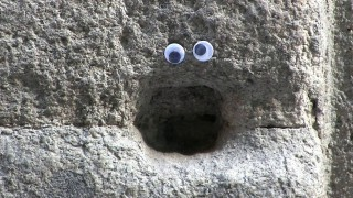 'Eyebombing' with googly eyes in Madrid