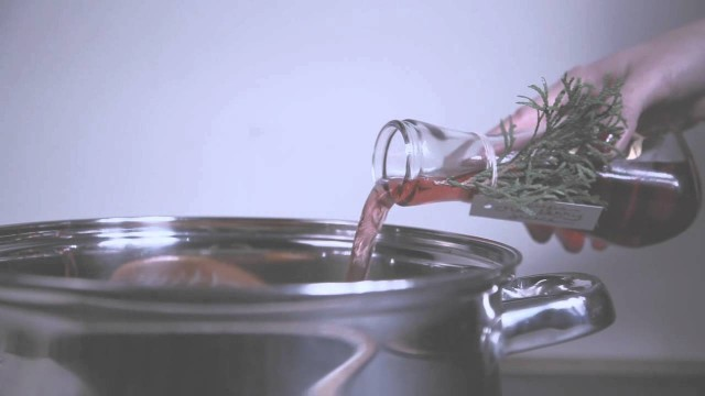 How to make cranberry mulled cider with Anthology Magazine