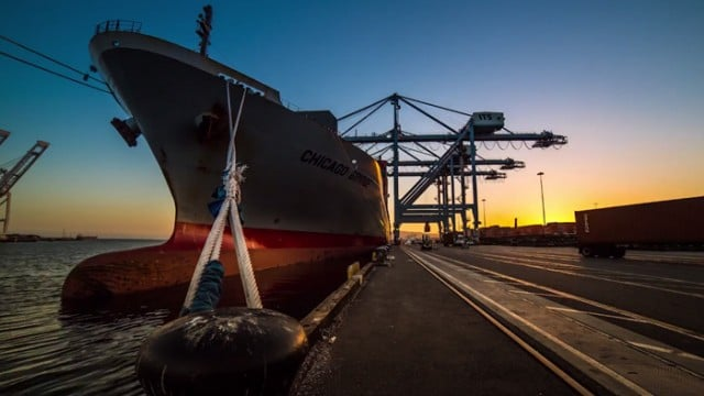 Time lapse at the Port of Long Beach: The Art of Stevedore
