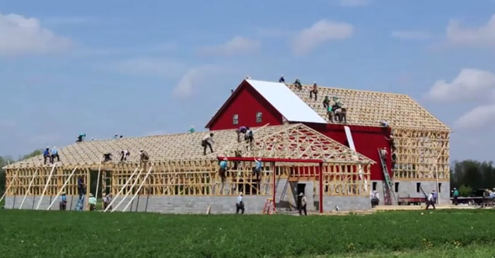 Amish Barn Raising Building A Barn In One Day The Kid