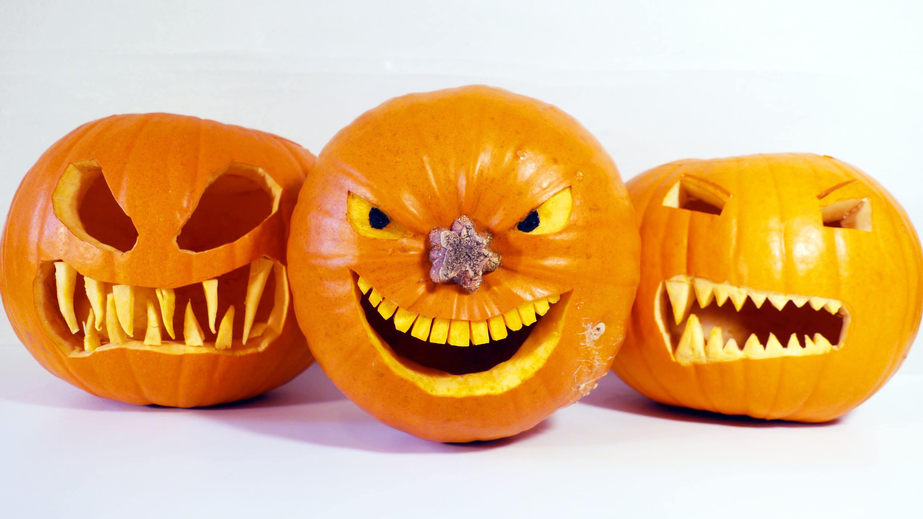 pumpkin template with fangs  How to make Halloween jack-o-lanterns with scary teeth