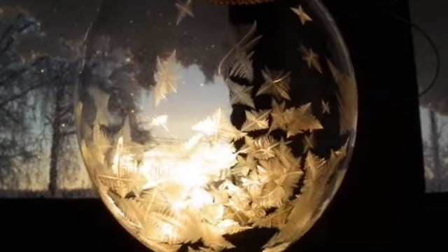 Frozen bubbles: Ice crystals form on bubbles in real time
