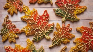 SweetAmbs: How To Decorate Cookies To Look Like Fall Leaves
