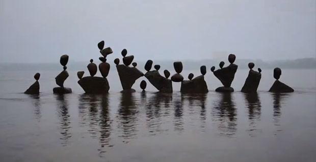 michael-grab-rock-balancing-sculptures03