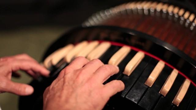 The Wheelharp & The Viola Organista