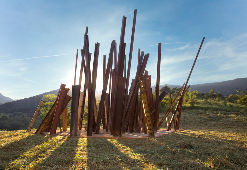 chris-burden-beam-drop-inhotim-brazil-designboom-10