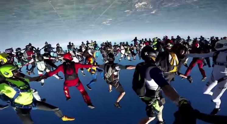 skydive-world-record-164-formation-redbull02