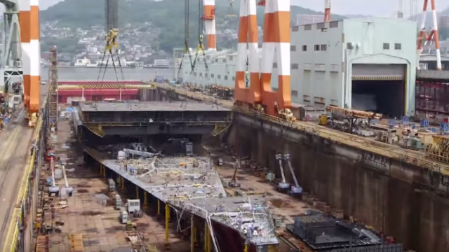 AIDAprima time lapse cruise ship construction