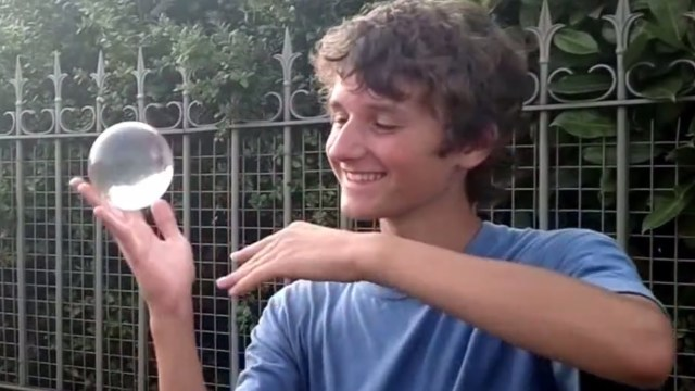 Contact juggling with street music – Joseph Viatte