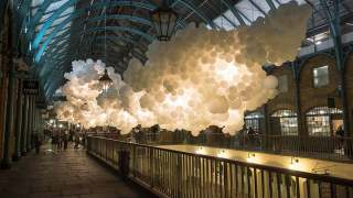 100,000 white balloons create clouds in Covent Garden