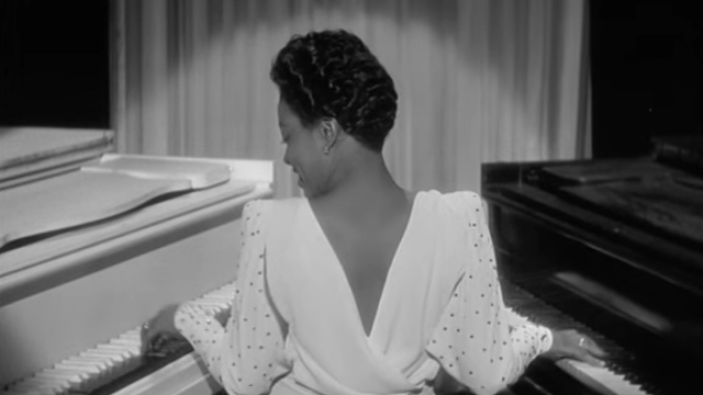 Hazel Scott plays Black & White on two grand pianos (1943)