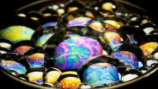Macro Video of Iridescent Soap Bubbles – Stereokroma