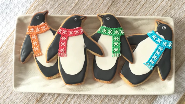 How To Decorate Penguin Cookies – SweetAmbs