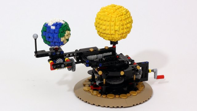 JK Brickworks' LEGO Orrery