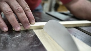 Can paper cut wood?