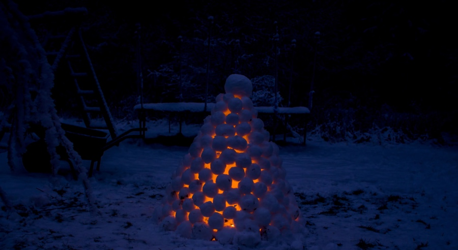 snow-lantern-sweden-Daniel-Troger