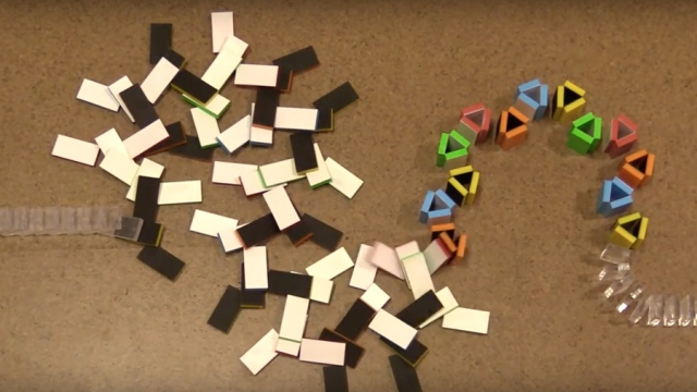 Color changing dominoes