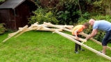 How to make Leonardo da Vinci's self-supporting bridge