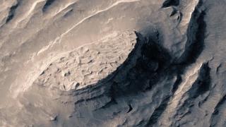 A Fictive Flight Above Real Mars
