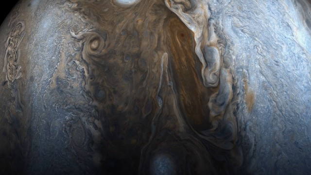 Fly over Jupiter with NASA's Juno spacecraft