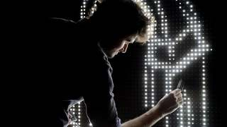 Waterlight Graffiti, a water-activated drawing wall of LEDs