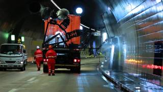 A soapless tunnel washing truck in Switzerland