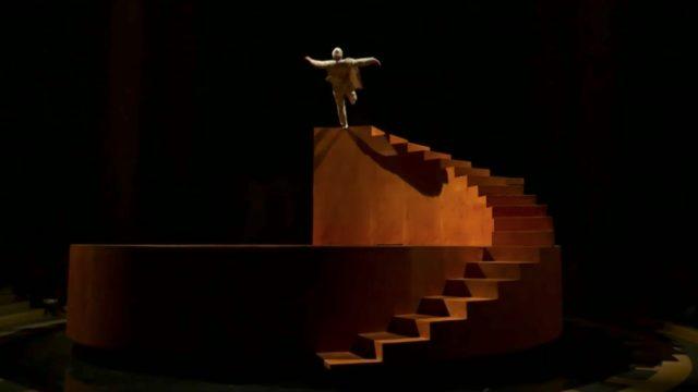 La mécanique de l'Histoire, an acrobatic performance by Yoann Bourgeois